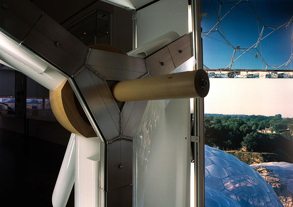 Eden Project node, Grimshaw Architects Equilibrium Exhibition – Inflatable cushions by Vector Foiltech Ltd.
